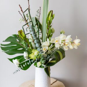 modern-white-green-vase-arrangement